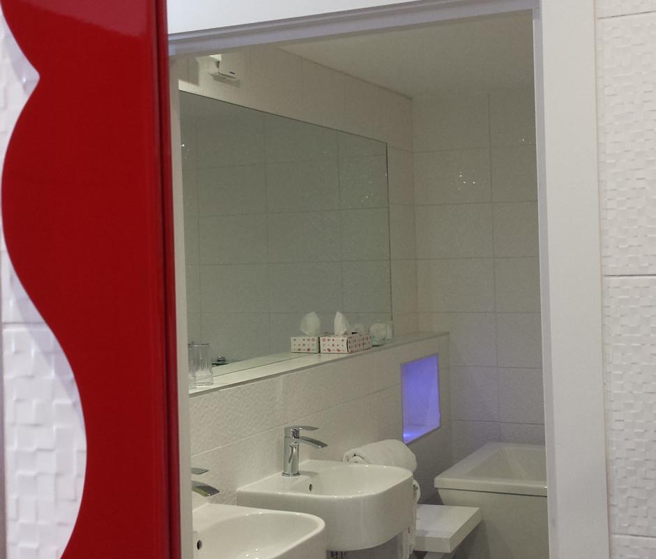 scalloper luxury suite en suite bathroom pebble house - En Suite Bathroom